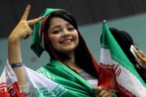 شادی دخترها در مراسم بدرقه تیم ملی+عکس