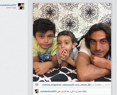 مهدی رحمتی در حال کارتون دیدن با فرزندش+عکس