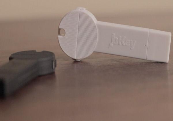 با این وسیله باتری تلفن خود را سریع شارژ کنید + عکس