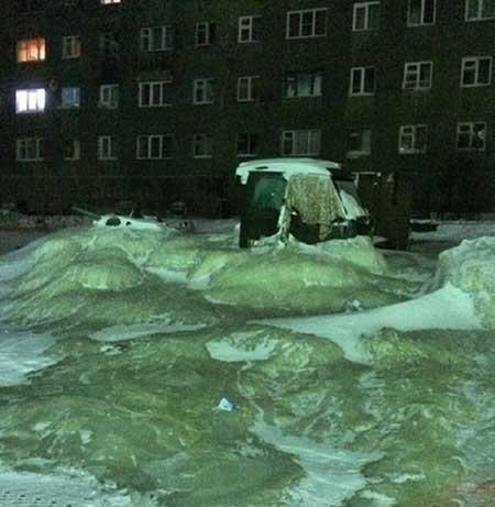 دریاچه یخ در خیابان (+تصاویر)