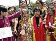 ازدواج اجباری دو دختر هفت ساله هندی با قورباغه ها