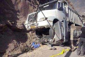 پرس شدن پژو پارس زیر چرخ های کامیون (عکس)