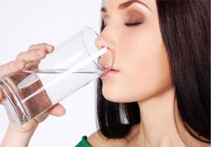 خواص مفید نوشیدن آب بعد از بیدار شدن با شکم خالی