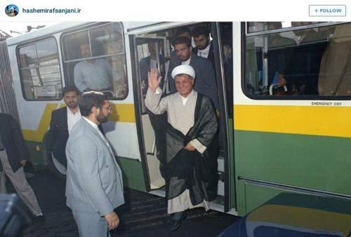 عکس جالب آیت الله هاشمی رفسنجانی در اتوبوس واحد