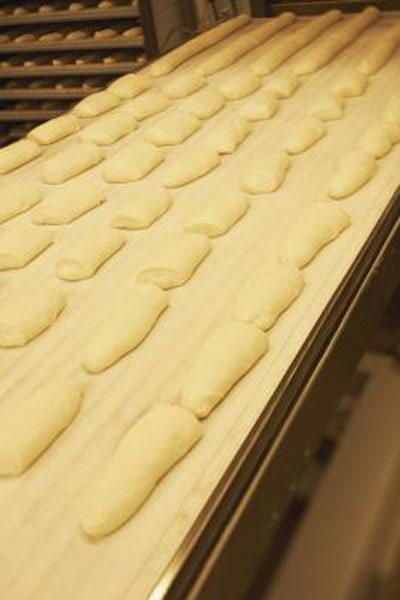 آموزش امتحان کردن خمیر نان با تست انگشت