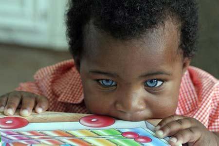 زیباترین چشم های دنیا مال این پسر سیاه پوست است (عکس)