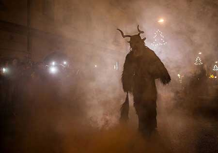 کرامپوس تکشاخ کسی که رفتارش برعکس بابانوئل است (عکس)