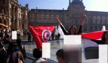 زن ایرانی لخت در خیابان به نشانه اعتراض (عکس)
