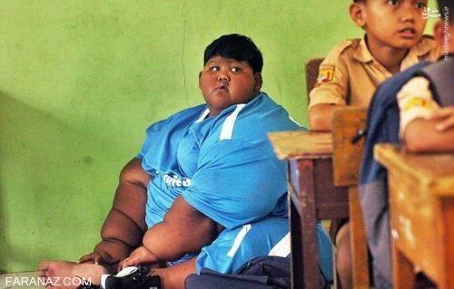 چاق ترین پسر بچه دنیا به مدرسه می رود (عکس)