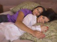زنی با شغل عجیب خوابیدن در آغوش مشتریان