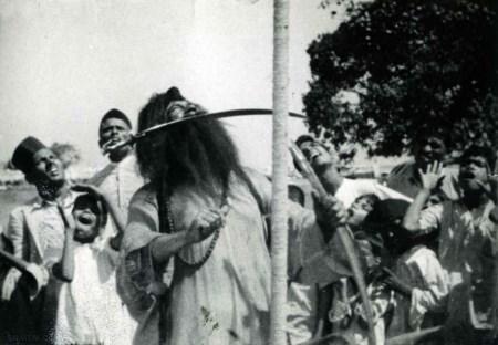 عکس های مرتاضان هندی لخت و برهنه روی میخ