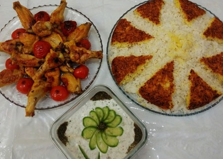 تصاویر زیبای تزیین سفره با غذاهای ایرانی، سالاد و دسر