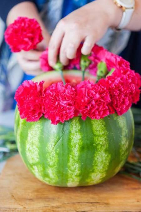 ایده ساخت گلدان جالب با پوست هندوانه