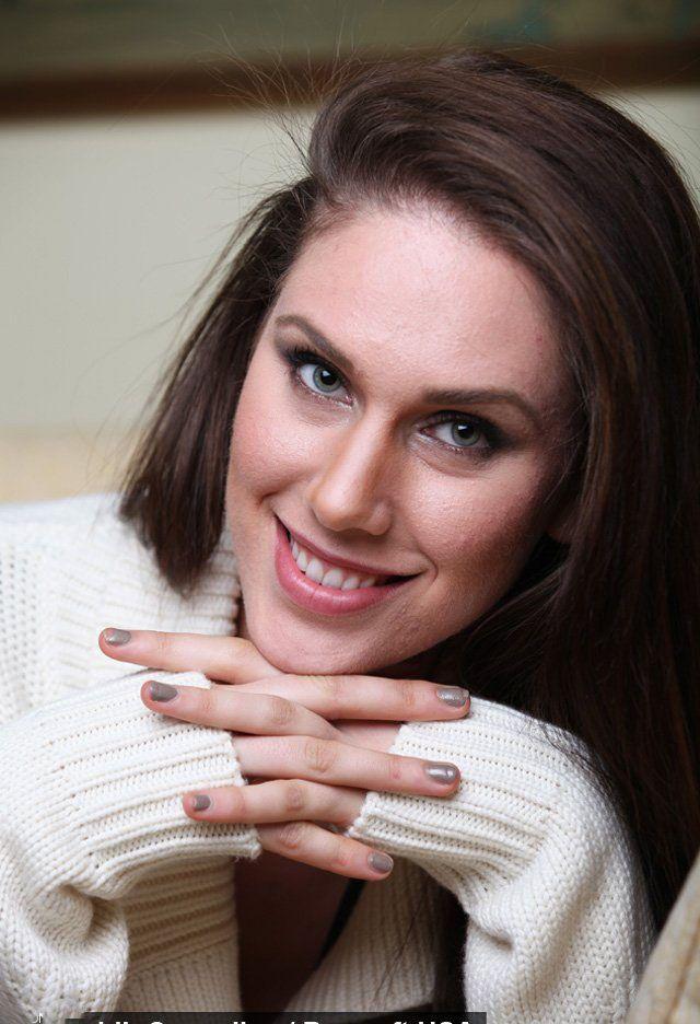 مدل زیبای آمریکایی با اندام جنسی عجیب