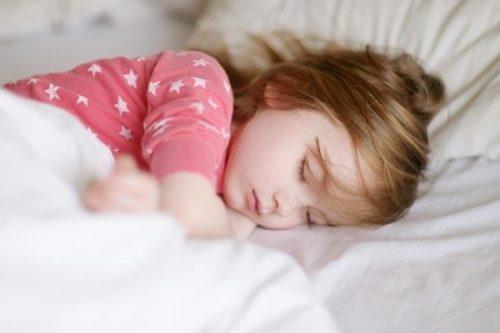 کنار کودکتان نخوابید