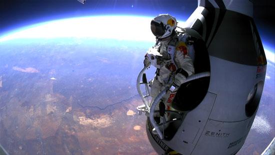 فرود فضانورد جوان اتریشی از فضا به زمین