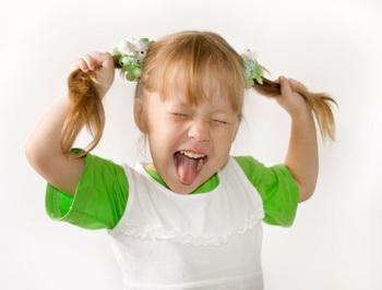 چگونه با کودک بیش فعال خود رفتار کنیم؟
