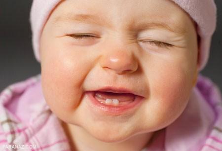چرا برخی نوزادان دیر شروع به دندان در آوردن میکنند؟